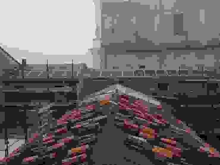 Manto di copertura e pannelli fotovoltaici per la produzione energia elettrica Studio di Architettura Massimiliano Furini Tetto a falde Laterizio Rosso