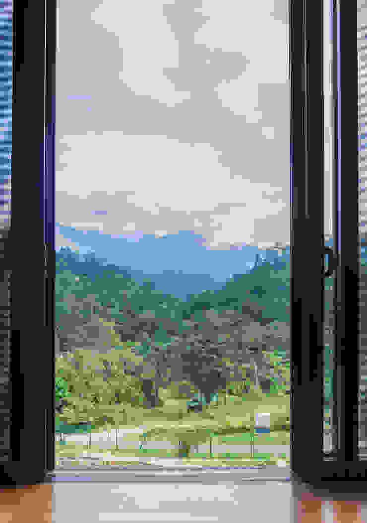 Mountain range view MJ Kanny Architect Tropical style windows & doors
