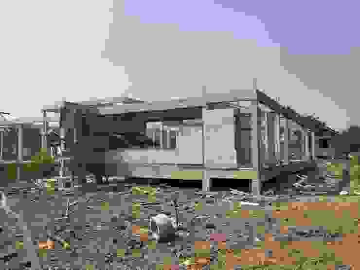 บ้านขนาดเล็ก โดย THANA 9 CONSTRUCTION CO.,LTD ชนบทฝรั่ง คอนกรีต