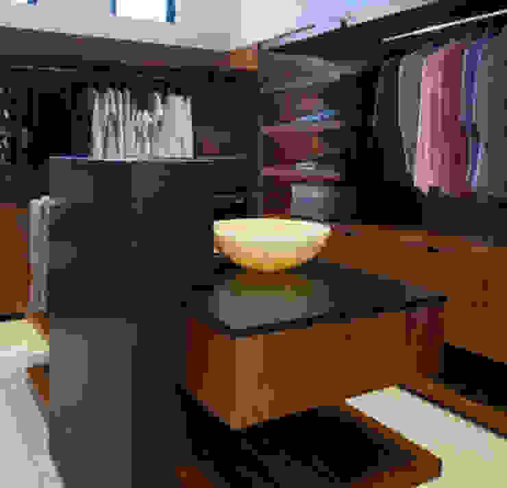 Daniel Cota Arquitectura   Despacho de arquitectos   Cancún BedroomWardrobes & closets
