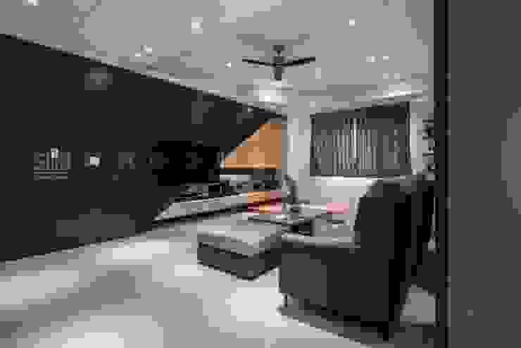 【自建豪邸/華庭.天邑】 现代客厅設計點子、靈感 & 圖片 根據 SING萬寶隆空間設計 現代風