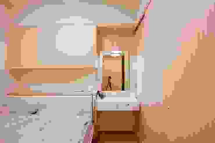 重新規劃格局動線,讓居住品質更上一層。 根據 青築制作 北歐風