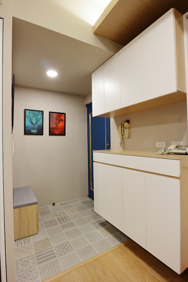 展示與收納機能兼具的北歐小宅 斯堪的納維亞風格的走廊,走廊和樓梯 根據 青築制作 北歐風