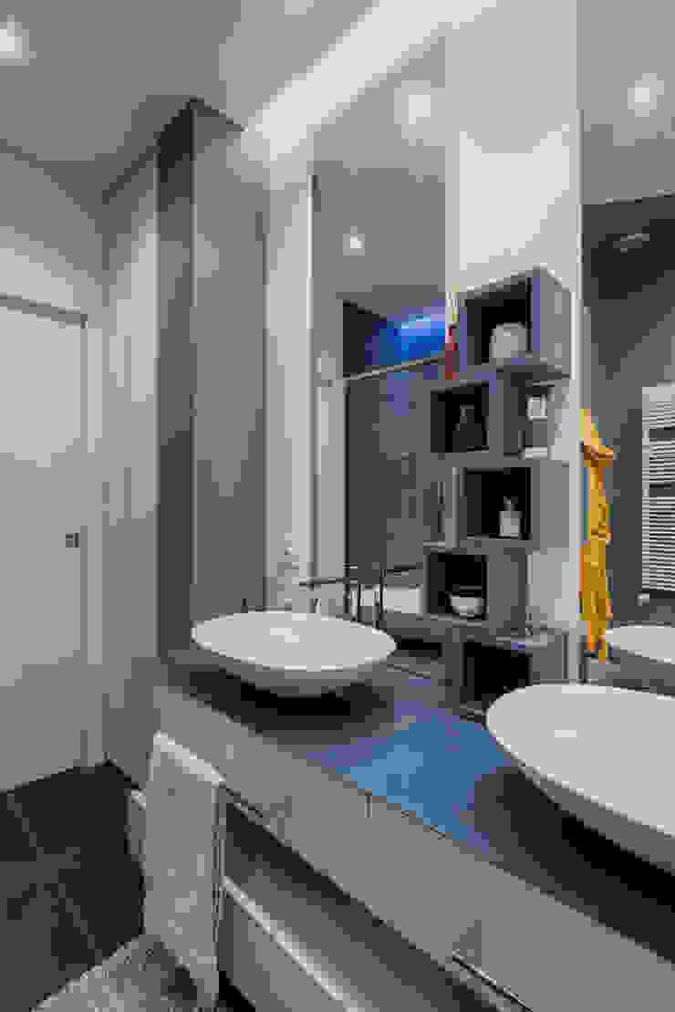 Annalisa Carli Modern bathroom