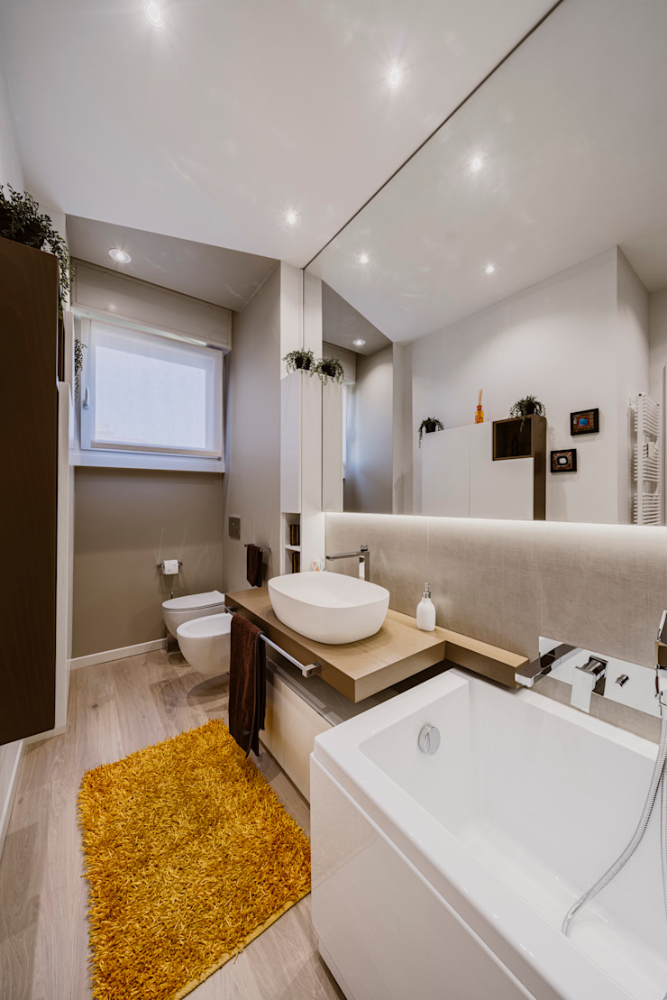 Annalisa Carli Modern bathroom Wood Beige