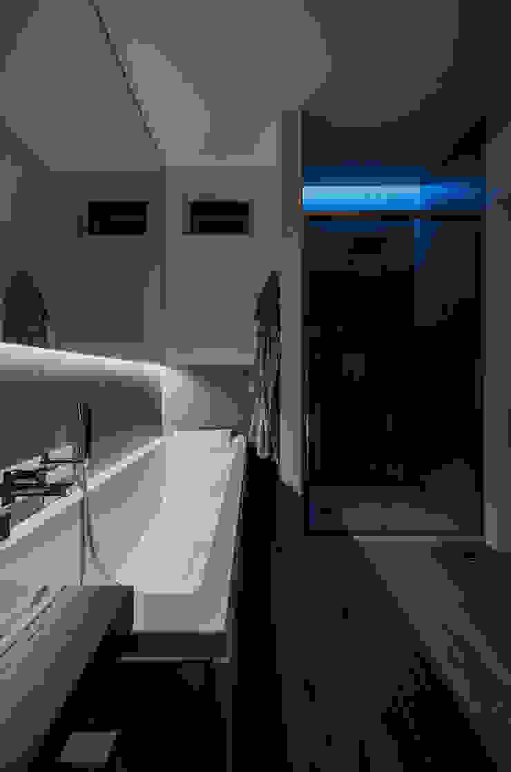 Annalisa Carli Modern bathroom Wood Orange