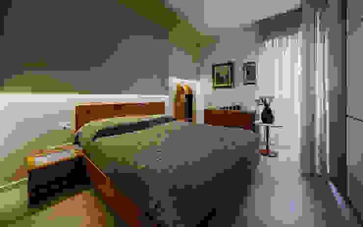 Annalisa Carli Modern style bedroom Wood Brown