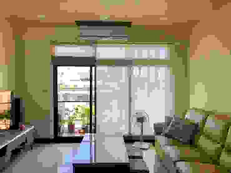客廳: 極簡主義  by 台中室內設計裝修 心之所向設計美學工作室, 簡約風