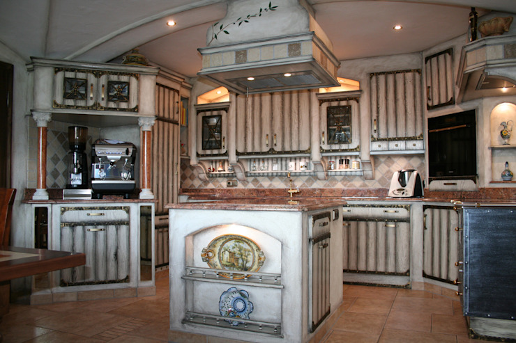 """Das neue Modell """"Catania"""" in altweiß Villa Medici - Landhauskuechen aus Aschheim Einbauküche Holz Weiß"""