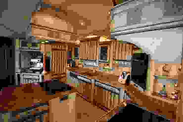 Zeitloses Design durch sehr flexible Gestaltungsmöglichkeiten Villa Medici - Landhauskuechen aus Aschheim Kleine Küche Holz Weiß