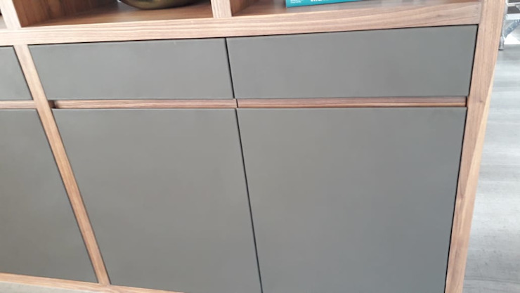 Cajón y puerta de Escritorio revestidos en Piel de ACY Diseños & Muebles Moderno Cuero Gris