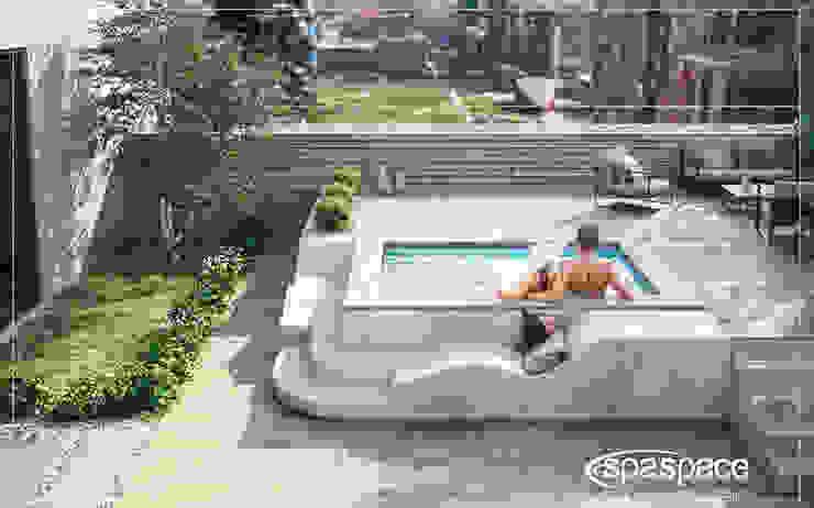 Spaspace è la piscina ideale per il tuo terrazzo Piscina moderna di Aquazzura Piscine Moderno