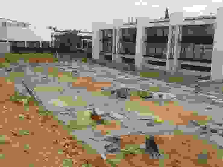 Empezando la obra Casas de estilo industrial de OCTANS AECO Industrial