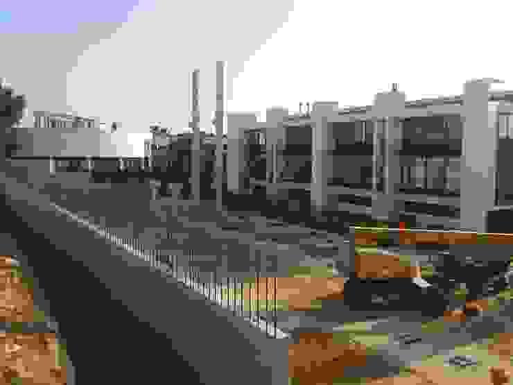 iniciando la colocación de estructura prefabricada de hormigón armado Casas de estilo industrial de OCTANS AECO Industrial