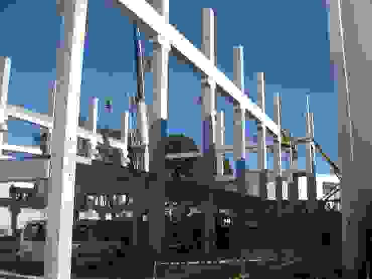 Avanzando en la instalación de estructura prefabricada de hormigón armado Casas de estilo industrial de OCTANS AECO Industrial