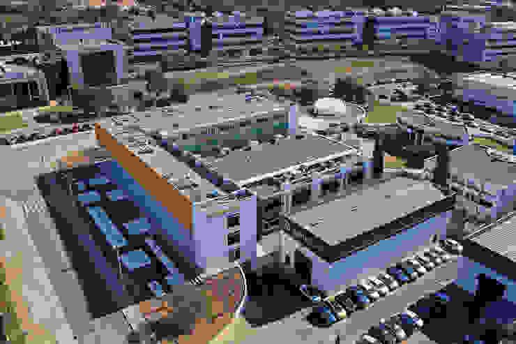 Vista aerea del conjunto con el edificio terminado Casas de estilo industrial de OCTANS AECO Industrial