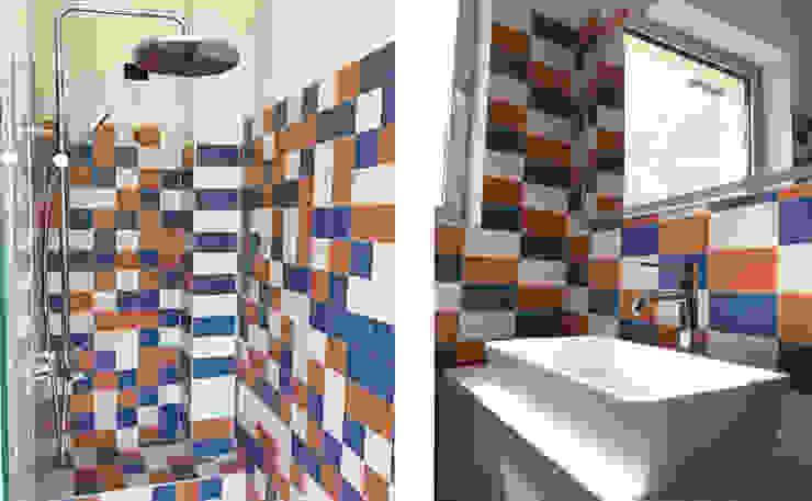 Vista interna del bagno Bagno moderno di studiolineacurvarchitetti Moderno Piastrelle
