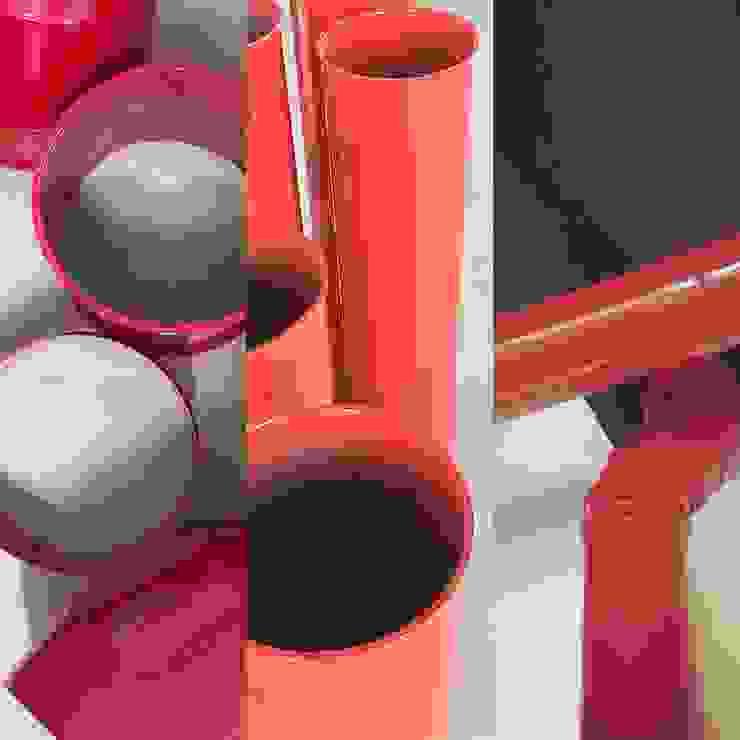 Tubi rossi Ingresso, Corridoio & Scale in stile moderno di studiolineacurvarchitetti Moderno