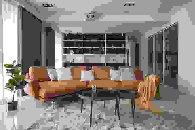 開放式展示書櫃 现代客厅設計點子、靈感 & 圖片 根據 極簡室內設計 Simple Design Studio 現代風