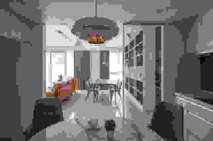 廚房 現代廚房設計點子、靈感&圖片 根據 極簡室內設計 Simple Design Studio 現代風