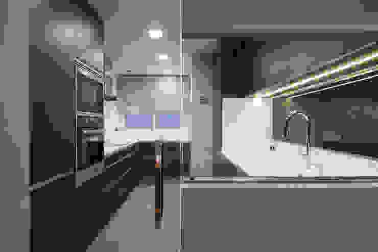 MANUEL TORRES DESIGN Built-in kitchens Grey