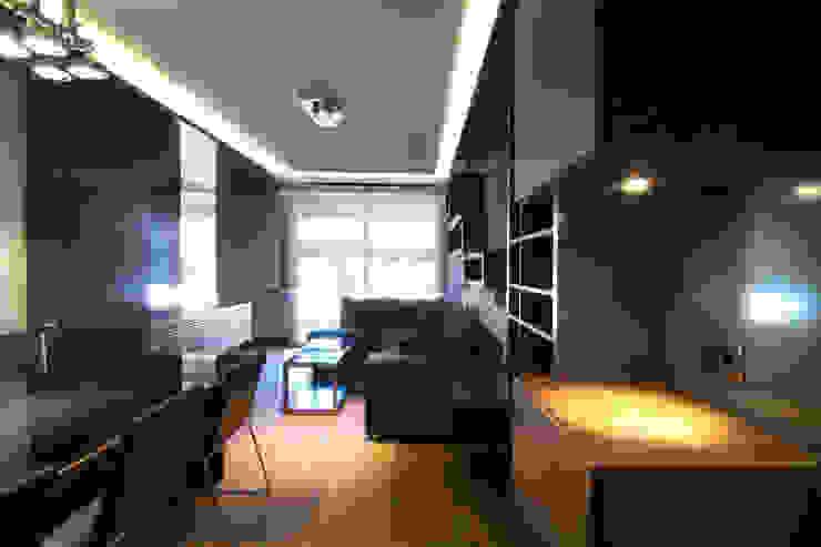 Ambiente del Salón consta de tres zonas: Comedor, Estar y Estudio Salones de estilo ecléctico de MANUEL TORRES DESIGN Ecléctico Madera Acabado en madera