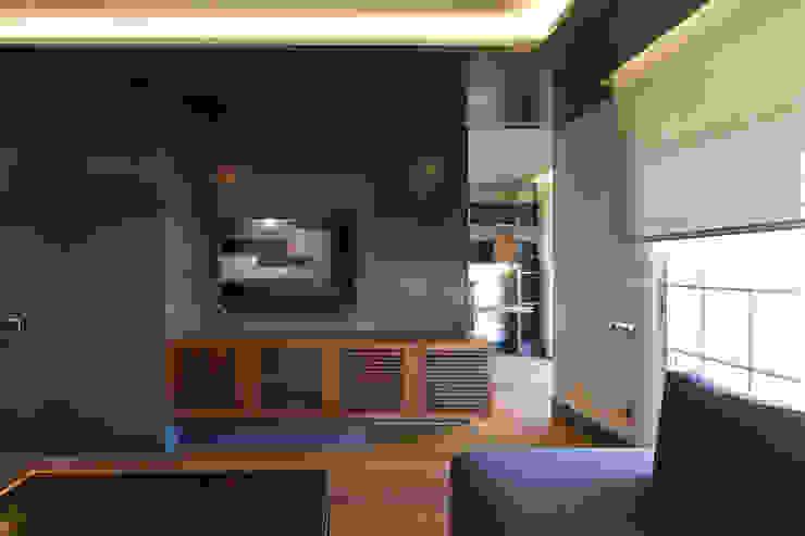 Ambiente del Salón consta de tres zonas: Comedor, Estar y Estudio de MANUEL TORRES DESIGN Ecléctico Madera Acabado en madera