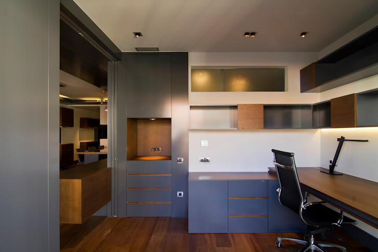 MANUEL TORRES DESIGN Eclectic style study/office Wood Grey