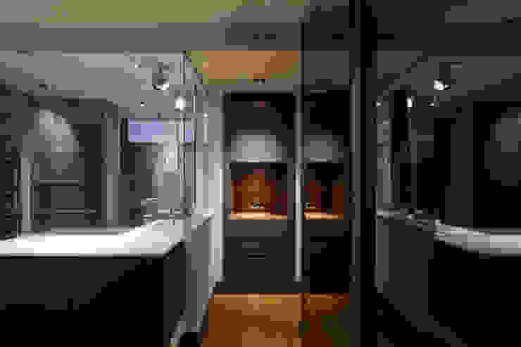 MANUEL TORRES DESIGN BedroomWardrobes & closets Grey