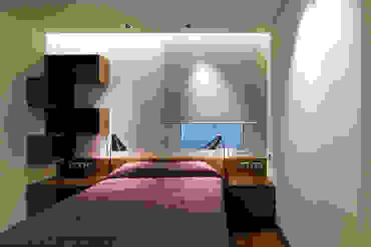 MANUEL TORRES DESIGN Eclectic style bedroom