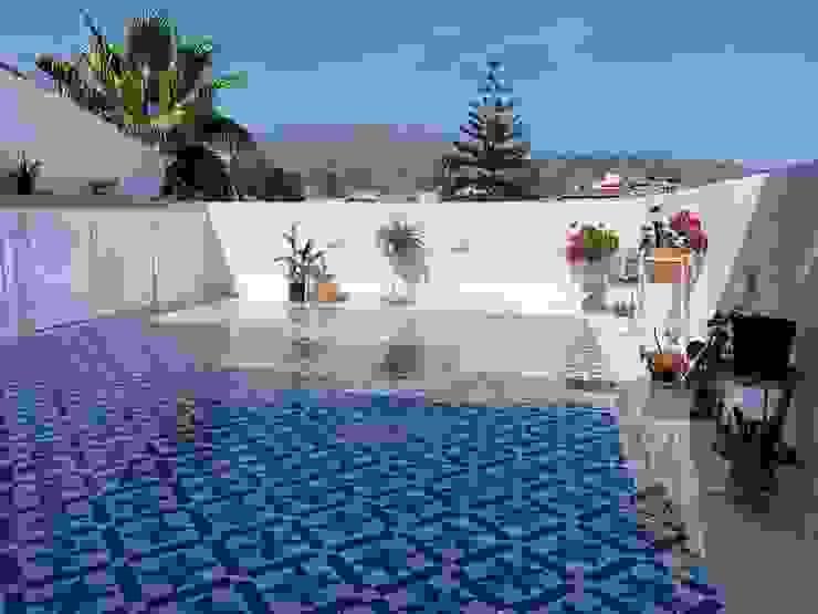 Terraza Deco Bosch Balcones y terrazas mediterráneos Cerámico Azul