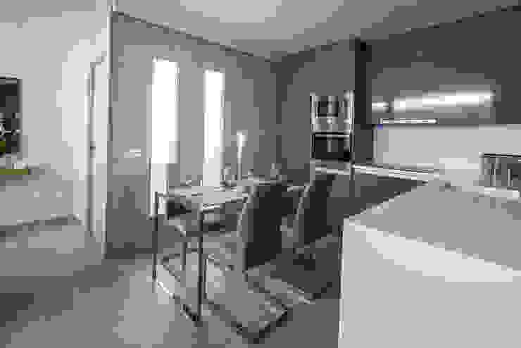 Decoración de Cocina Abierta Antonio Calzado 'NEUTTRO' Diseño Interior Cocinas pequeñas Cerámico Multicolor