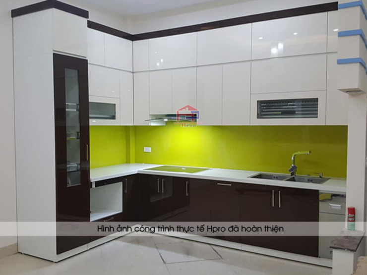 Ảnh thực tế tủ bếp gỗ công nghiệp đẹp ấn tượng nhà chú Tòng, Thái Hà Nội thất Hpro KitchenCabinets & shelves Gỗ Multicolored
