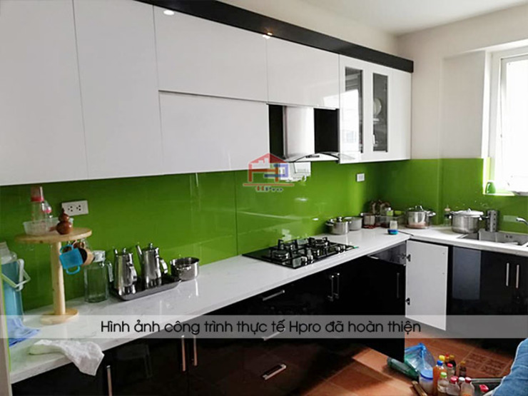Hình ảnh thực tế bộ tủ bếp gỗ công nghiệp acrylic nhà chị Trang - Hoàng Đạo Thúy Nội thất Hpro KitchenCabinets & shelves Gỗ Multicolored