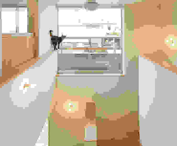 吹き抜け階段 の 松原建築計画 一級建築士事務所 / Matsubara Architect Design Office 北欧 木 木目調