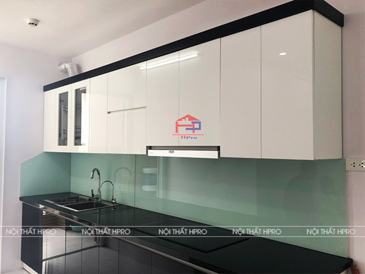 Ảnh thực tế mẫu tủ bếp acrylic nhà anh Long - Xuân La Nội thất Hpro KitchenCabinets & shelves Gỗ Multicolored