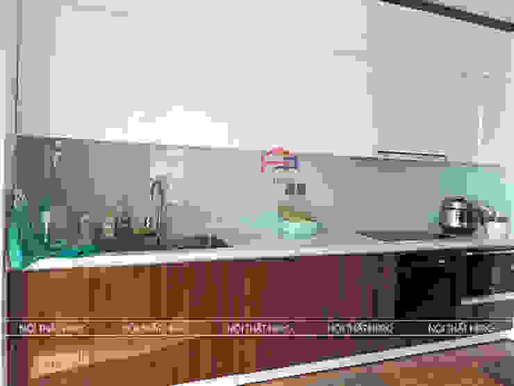 Hình ảnh thực tế mẫu nhà bếp đẹp gỗ acrylic mã màu vân gỗ kết hợp màu trắng nhà anh Bình – Hồng Hà Eco City Nội thất Hpro KitchenCabinets & shelves Gỗ Multicolored