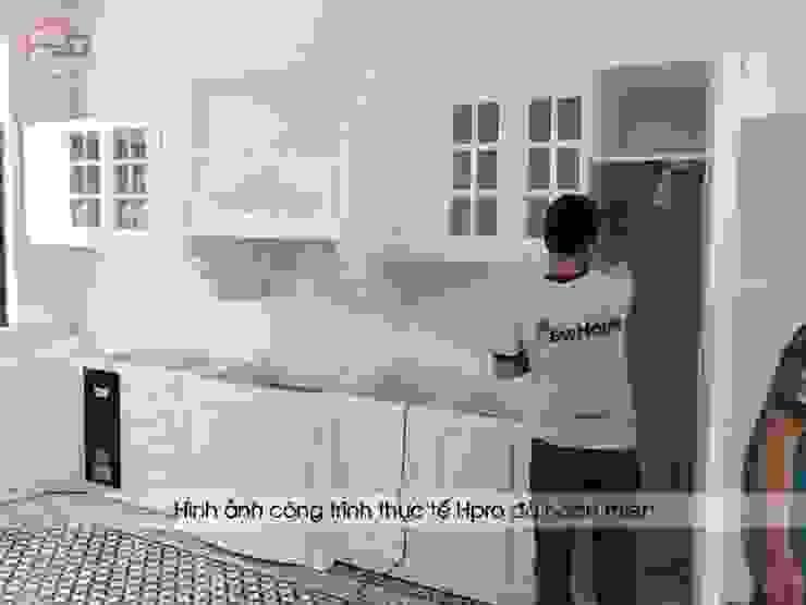 Ảnh thực tế tủ bếp gỗ công nghiệp sơn trắng code MDF lõi xanh nhà chú Đạt – Vinhomes Riverside Long Biên Nội thất Hpro KitchenCabinets & shelves MDF White
