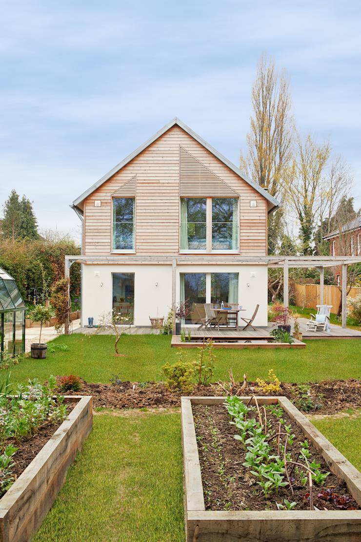 House Fleming: in Harmony with Nature Baufritz (UK) Ltd. Country style house Wood
