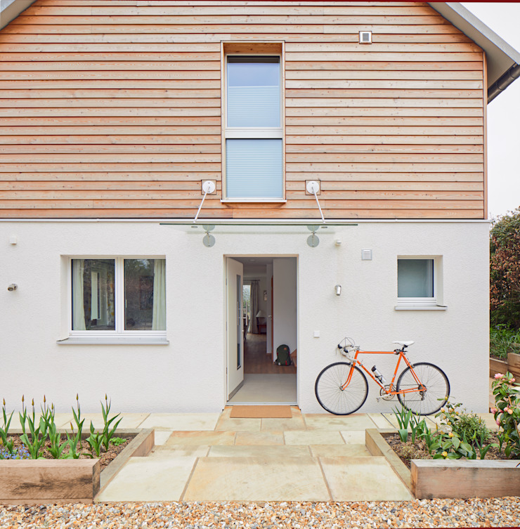 House Fleming: Less is More Baufritz (UK) Ltd. Country style house Wood