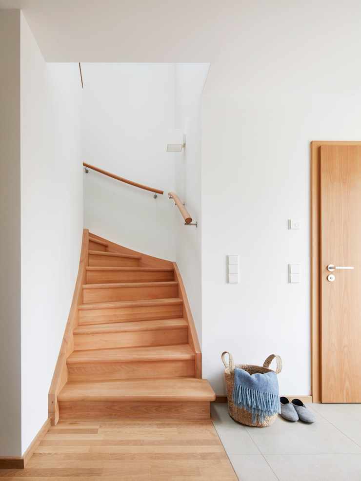 House Fleming: a Hand Crafted Staircase Baufritz (UK) Ltd. Stairs