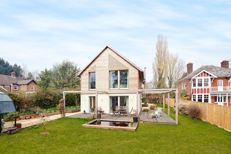 House Fleming: Happy Golden Years Baufritz (UK) Ltd. Country style house