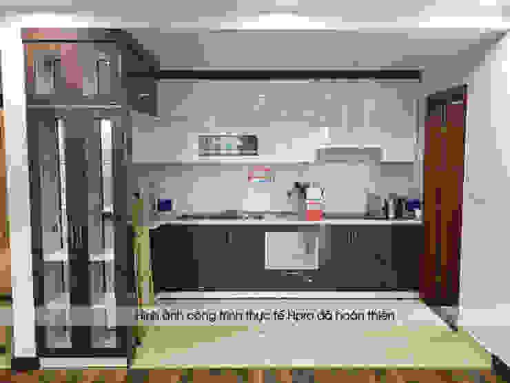Hình ảnh thực tế bộ tủ bếp acrylic chữ L nhà chị Thắng – Goldmark City khi bàn giao Nội thất Hpro KitchenCabinets & shelves Gỗ Multicolored