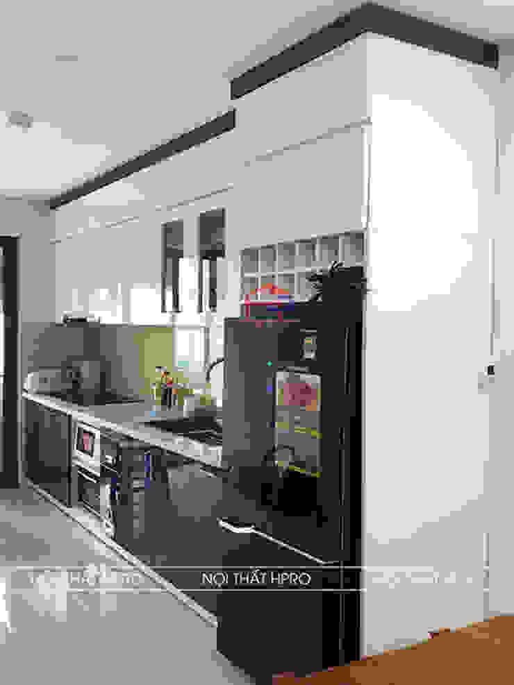 Hình ảnh thực tế mẫu thiết kế nhà bếp đẹp đơn giản nhà chú Cường – Định Công Nội thất Hpro KitchenCabinets & shelves Gỗ Multicolored