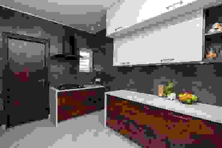 di ARK Architects & Interior Designers Moderno