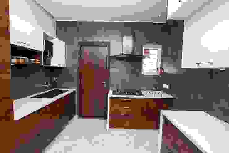Cucina moderna di ARK Architects & Interior Designers Moderno