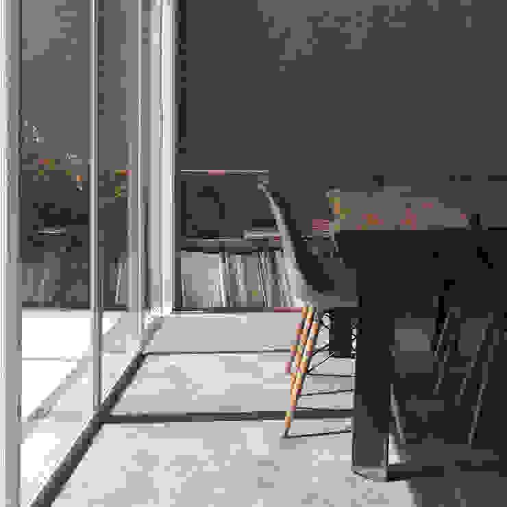 AJ's Backyard Ruang Makan Modern Oleh Arkitekt Studio Modern Kayu Wood effect