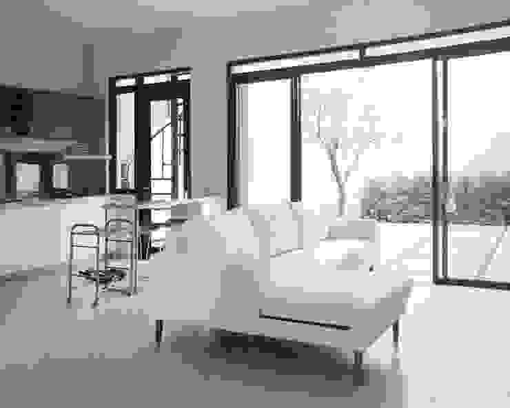 AJ's Backyard Ruang Keluarga Modern Oleh Arkitekt Studio Modern