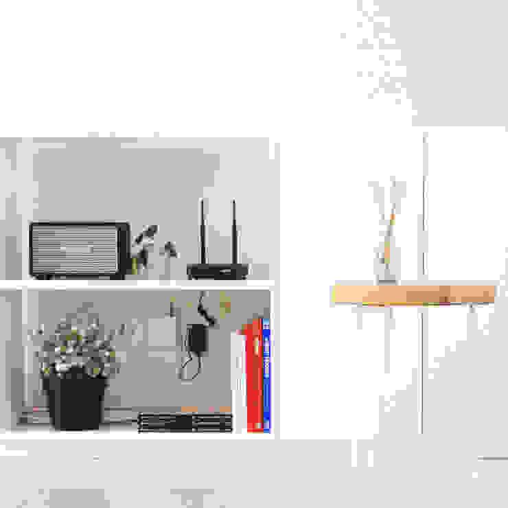 AJ's Backyard Koridor & Tangga Modern Oleh Arkitekt Studio Modern Kayu Wood effect