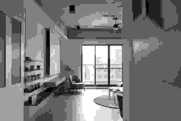 Dr. Wang案 | 玄關 有隅空間規劃所 industrial style corridor, hallway & stairs Concrete Grey